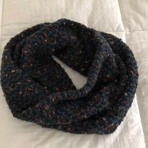 Scarf Madison 88. Infinity. Great Condition.